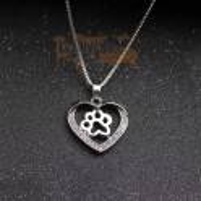 TLAPKA V SRDCI - náhrdelník s přívěskem - stříbrný 1ks